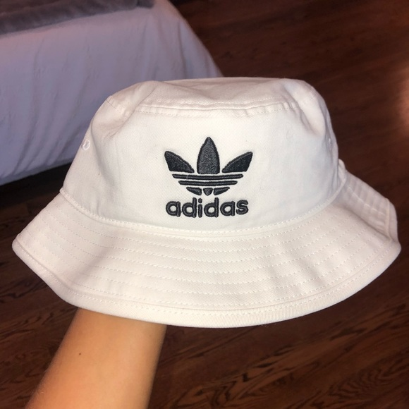 b0811f95200 BRAND NEW Adidas Bucket Hat